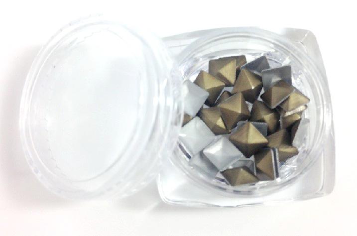 Négyzet alakú szegecs  30db 5050-6