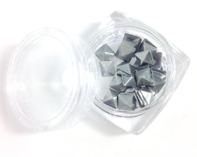 Négyzet alakú szegecs  30db 5050-7