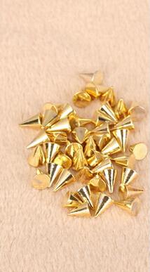 Köröm kúpos szegecs 30db arany